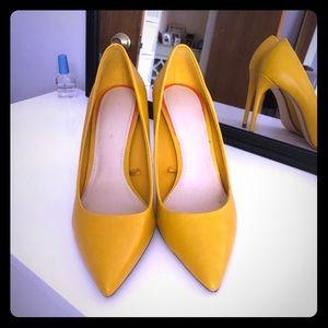 Gold Zara heels